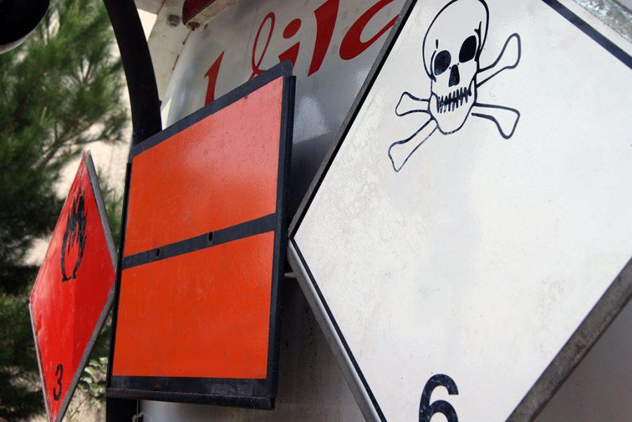 Servei de transport d'ADR. Productes líquids i pastosos perillosos per al medi ambient
