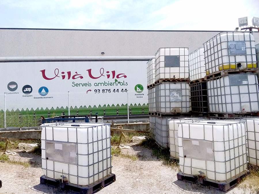 Contenidors cubis per al transport i l'emmagatzemmatge de productes líquids i pastosos